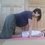 親子で遊びながら背中引き締め&バストアップ