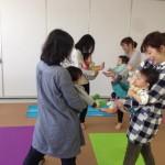 北海道ニセコ・倶知安でママヨガ!Happy Sunshine!赤ちゃんと一緒に産後ヨガ